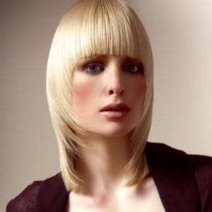 Cтрижка для тонких волос средней длины