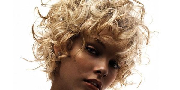 каре-на-вьющиеся-волосы