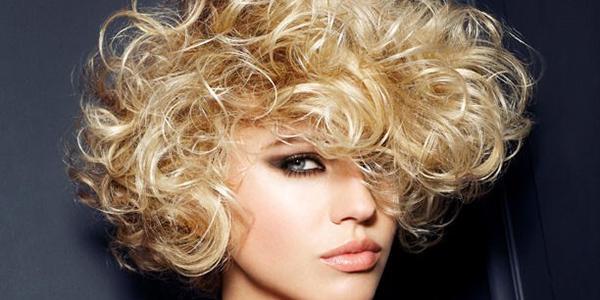 стрижка-боб-на-волнистый-волос-