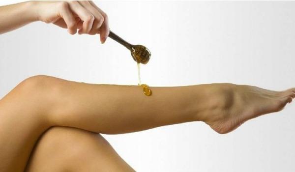 процедура удаления волос сахарной пастой