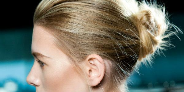сделать красивый и высокий пучок из длинных волос