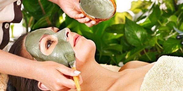 maska iz zelenoj gliny