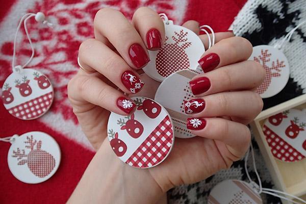 Рисуем снежинки на ногтях - идеальный зимний маникюр