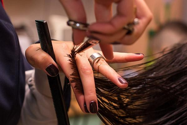 Секреты здоровых волос: зачем подстригать их кончики и как правильно ухаживать за ними