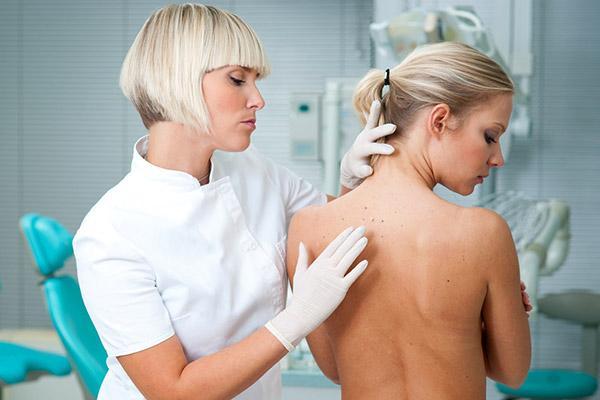 Прыщи на спине у женщины: виды и основные причины возникновения