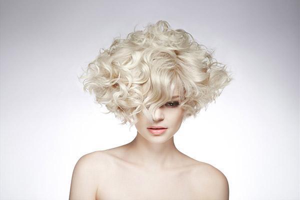 Виды и методики долговременной завивки на волосы разной длинны в домашних условиях