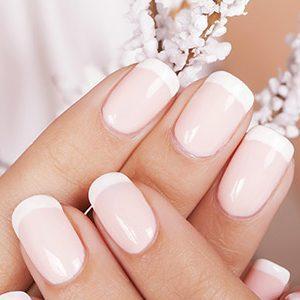 Трескается кожа на пальцах рук около ногтей: причины, лечение и профилактика