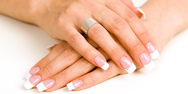 Белые точки на ногтях: причины и лечение