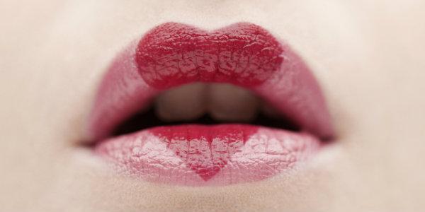 Почему губы сохнут: рассматриваем проблему под микроскопом