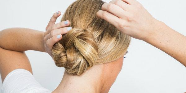 Как сделать пучок на длинные волосы: красивый и небрежный