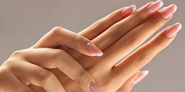 Трескается кожа на пальцах рук около ногтей и лопается